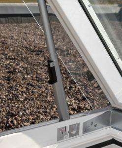 Ventana de cubierta plana VELUX con salida a cubierta
