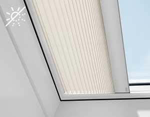 Cortina plisada eléctrica VELUX para ventanas de cubierta plana